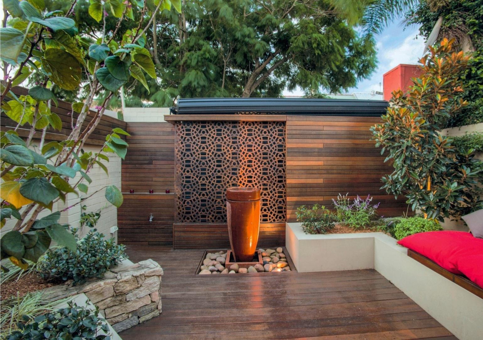 Texte : Catherine Delvaux Photos : GAP Photos/Brent Wilson/ Steve Warner - Outhouse Design,> Plus d'idées pour aménager sa terrasse sur detentejardin.com