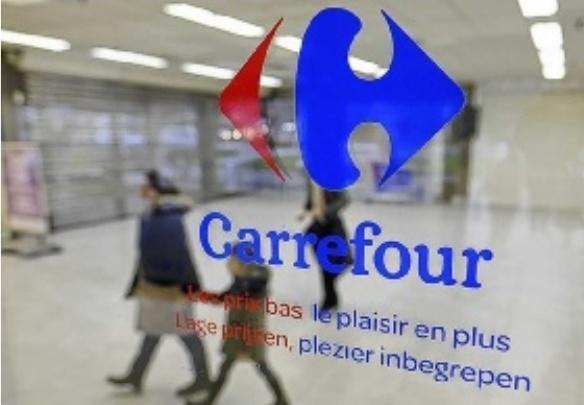 b058dec8ca7 Le géant de la grande distribution Carrefour a précisé hier son nouveau  plan de restructuration   jusqu à 3 000 départs sont prévus dans ses  hypermarchés ...