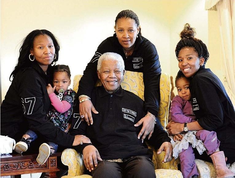 FRANÇOIS CLEMENCEAU,* « Les Lettres de prison de Nelson Mandela », trad. de J. Guiloineau, éd. Robert Laffont, 765 p. 23 €.