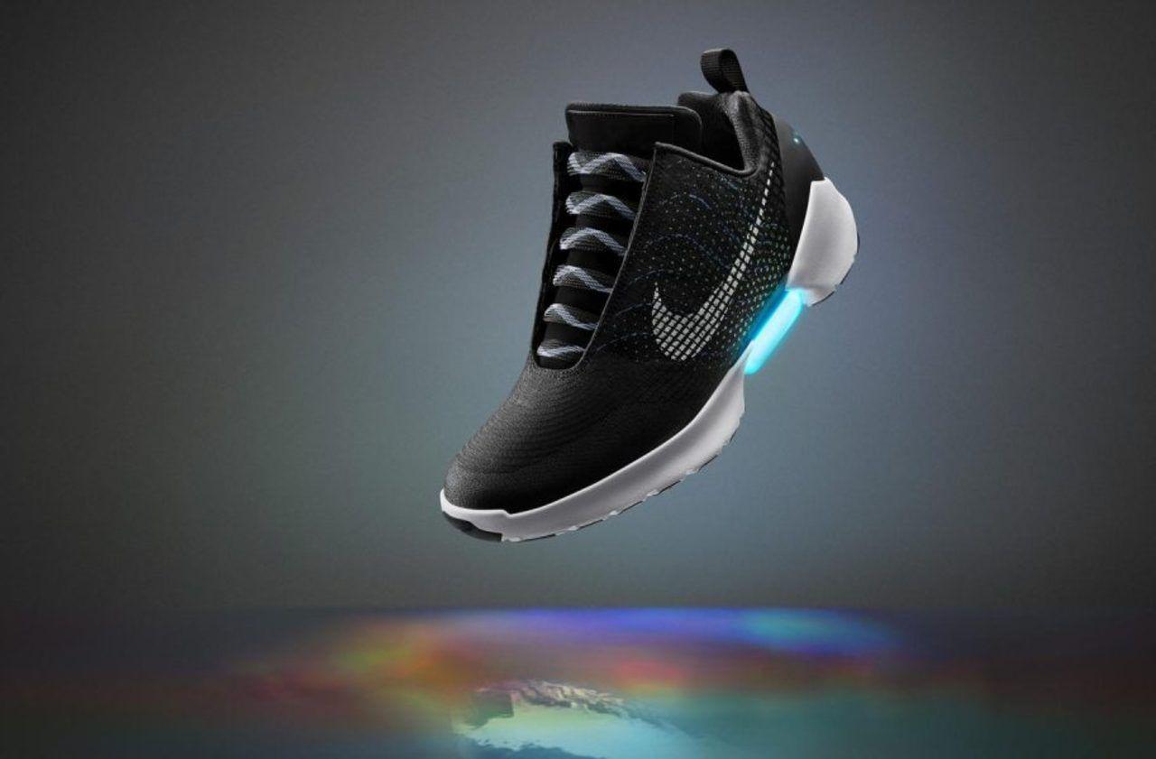 Nike présente des baskets de sport connectées qui se serrent