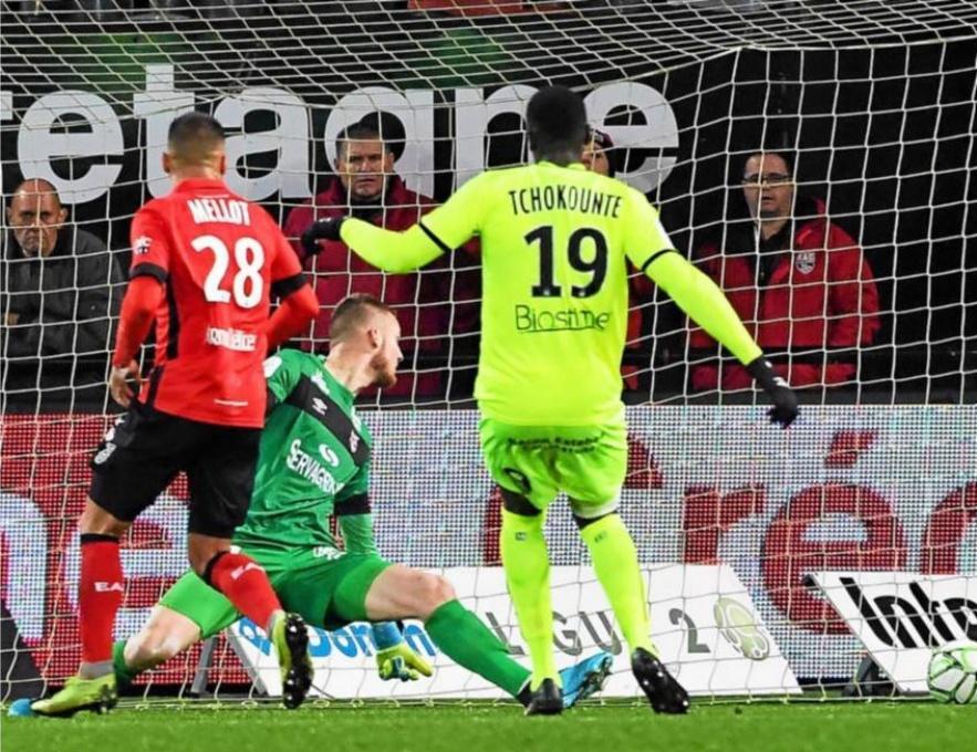 Matthieu Huet,Ligue 2 (16e journée). EA Guingamp - Caen : 1-1