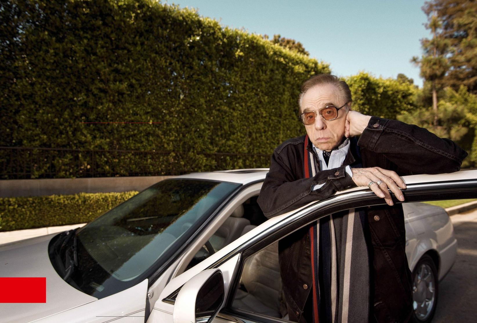Réalisateur le plus prometteur du Nouvel Hollywood, Peter Bogdanovich est aujourd'hui connu comme le psy de la psy des Soprano. Il a donné rendez-vous à ÉRIC DAHAN sur Sunset Boulevard pour évoquer femmes, drames et films. Et raconter l'inédit d'Orson Welles dont il est l'une des stars.,PHOTOGRAPHIE ÉRIC DAHAN