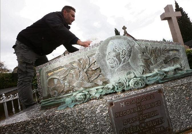 PHILIPPE MICHON pmichon@nicematin.fr,1. Hier soir, la préfecture a précisé dans un communiqué que la cérémonie se tiendra dimanche à 13 heures au cimetière Alphonse-Karr.